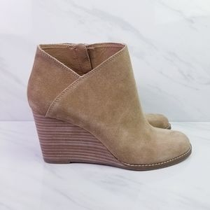 Lucky Brand Yakeena Tan Suede Wedges Size 10